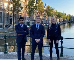 vlnr: Imran Uddin (Penningmeester), Frans Dammers (Voorzitter), Judith van Zwol (Secretaris).